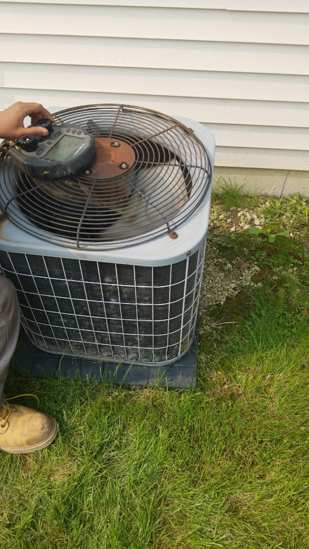 Richton Park, IL - Charging airconditioning unit