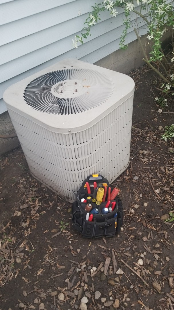 Crown Point, IN - Airconditioning repair on goodman airconditioner