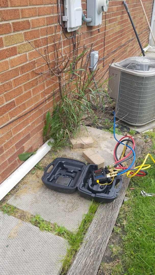Dolton, IL - Airconitioning service.   Recharge aircontioning unit