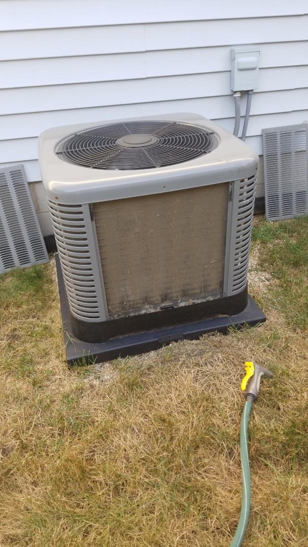 Griffith, IN - Airconditioning maintenance on Rheem Rheem airconditioning unit