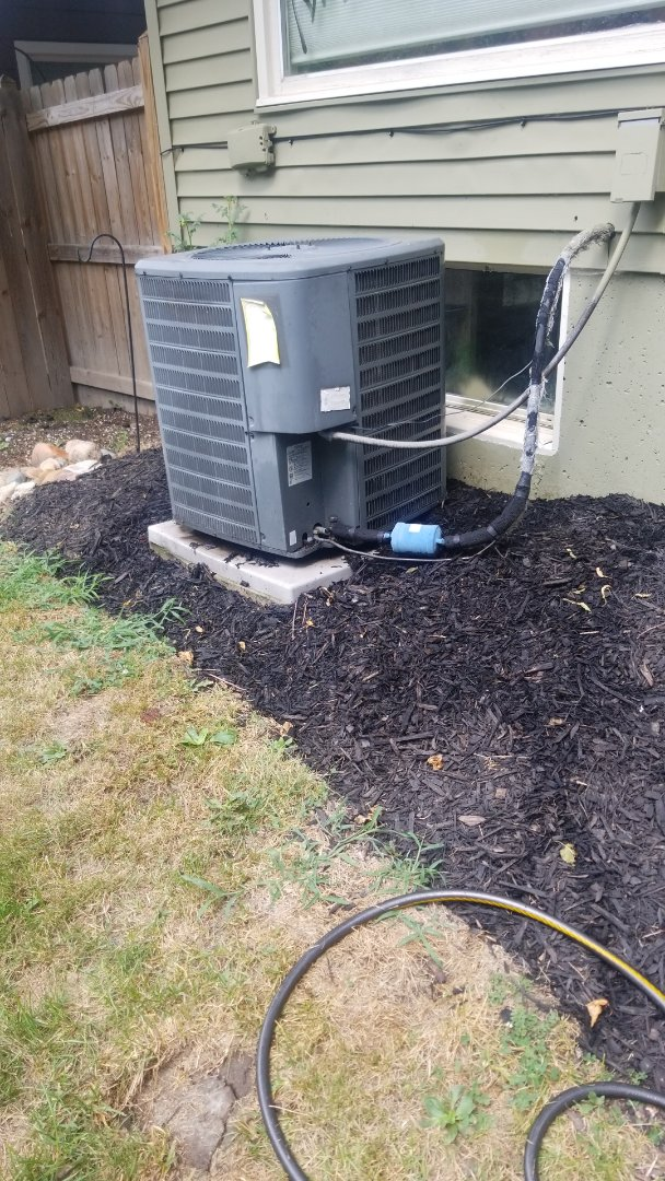 Merrillville, IN - Airconditioning maintenance on Goodman airconditioning unit