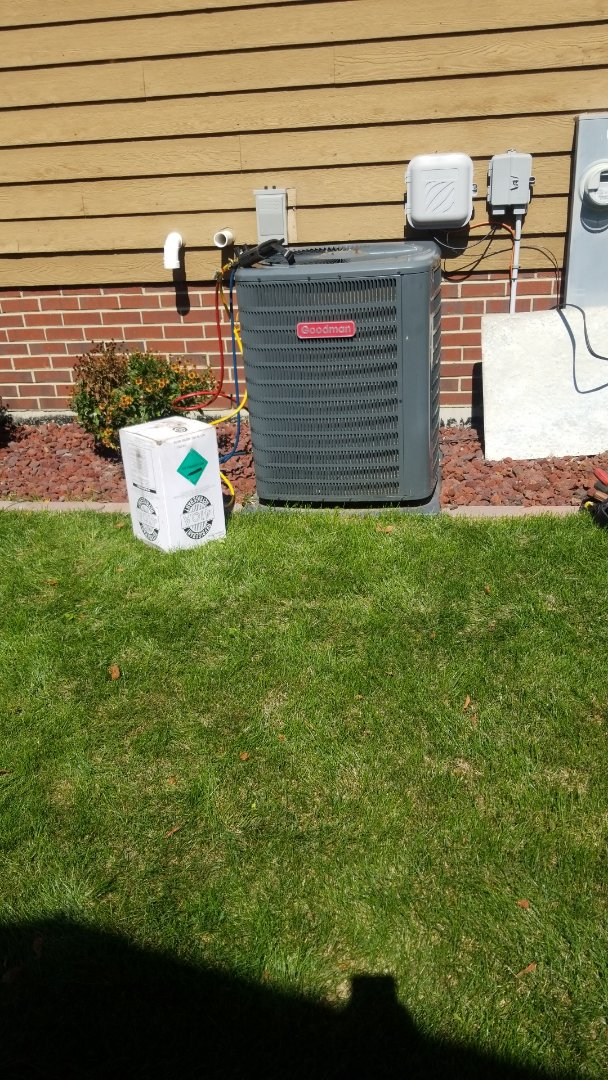 Airconditioning maintenance on Goodman unit