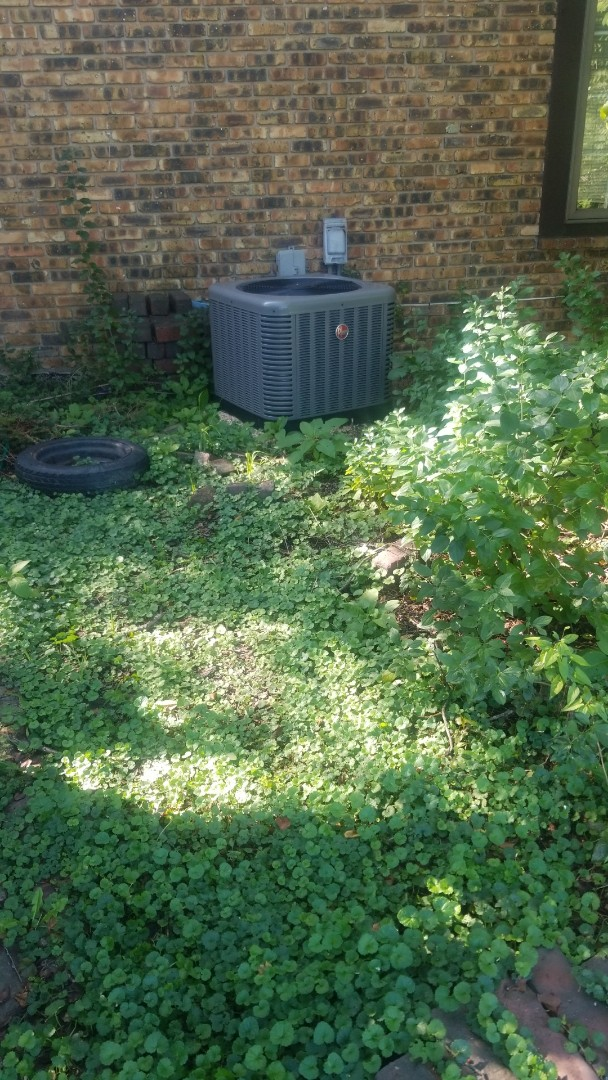 Chicago Heights, IL - Airconditioning maintenance on Rheem airconditioning unit
