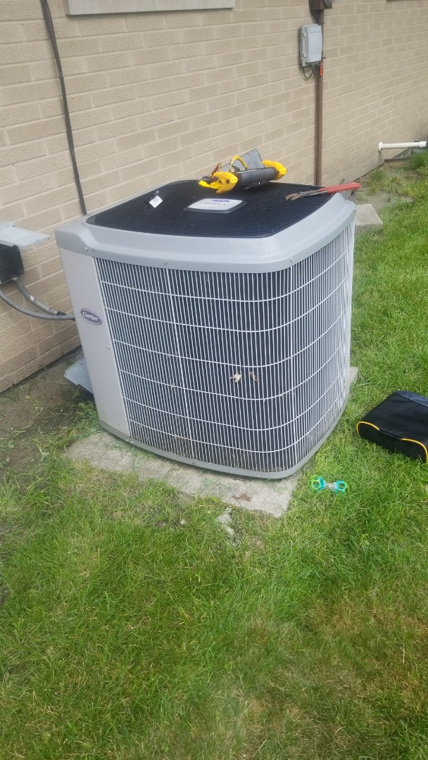 Merrillville, IN - Airconditioning repair on carrier unit