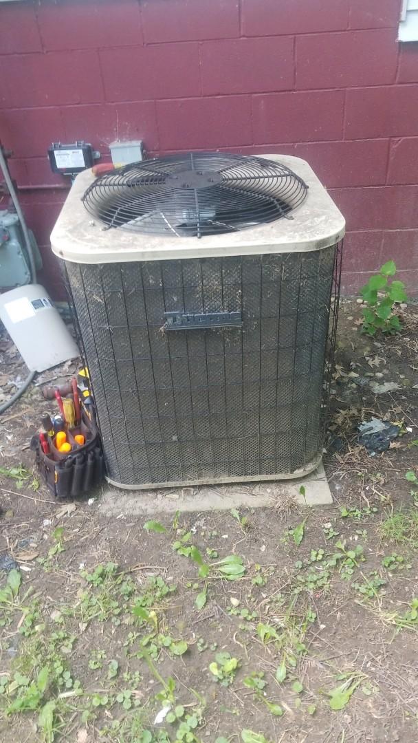 Merrillville, IN - Airconditioning repair on Ducane unit