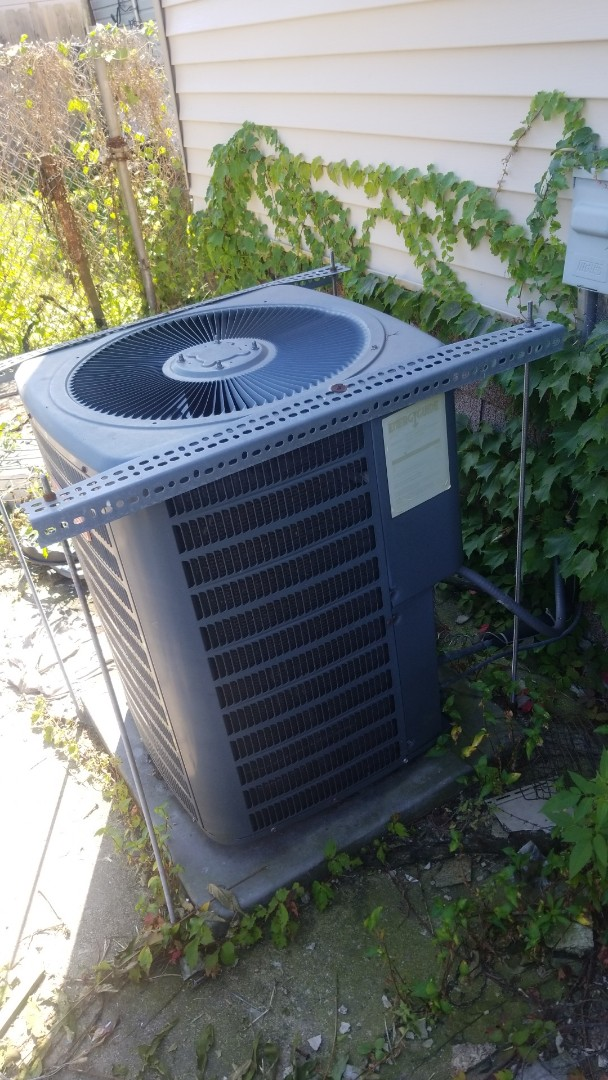 Chicago, IL - Repair airconditioning unit