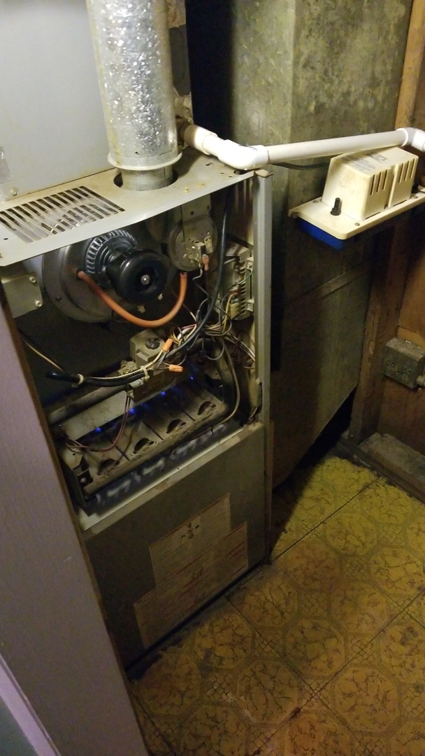 Sauk Village, IL - Change draft inducer motor on Comfortmaker furnace