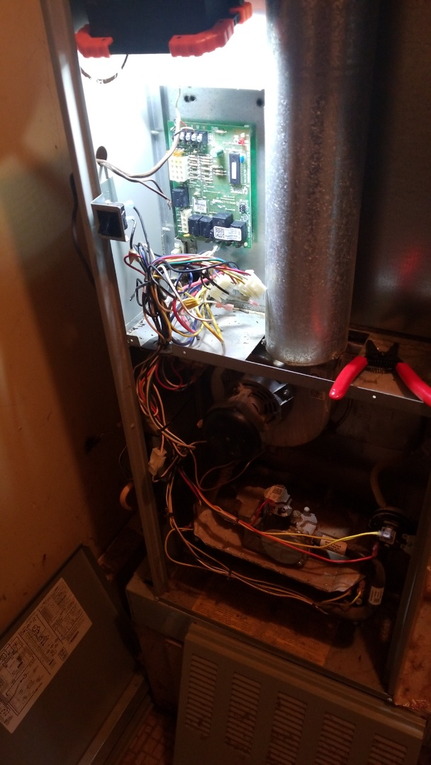 Merrillville, IN - Perform circuit board change on American Standard gas furnace