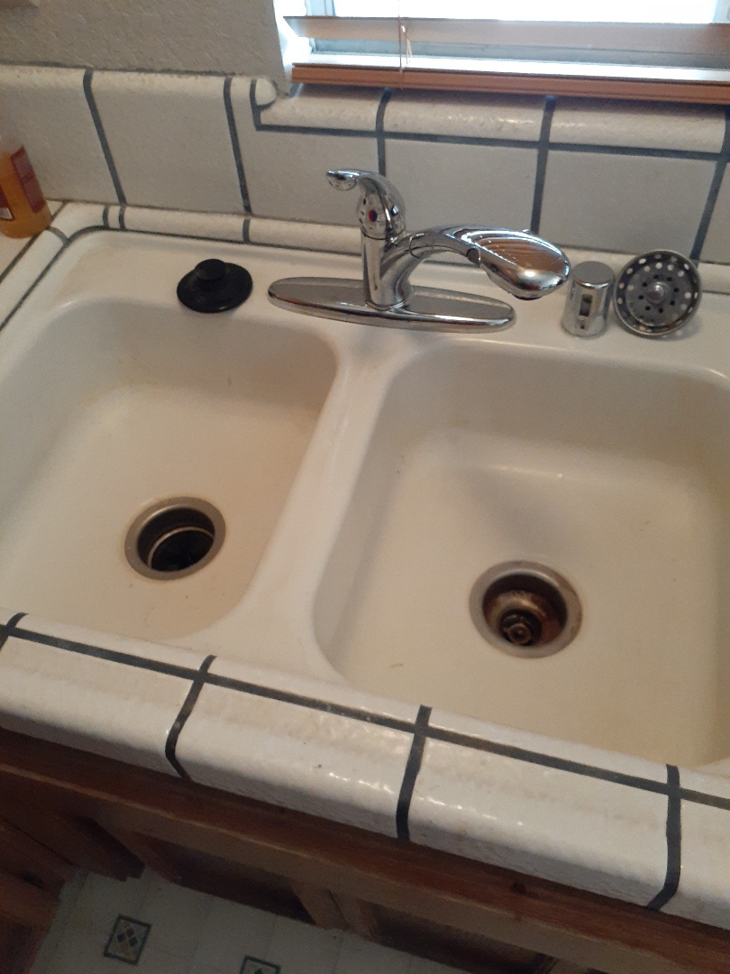 Salida, CA - Sink stoppage and w/h leak