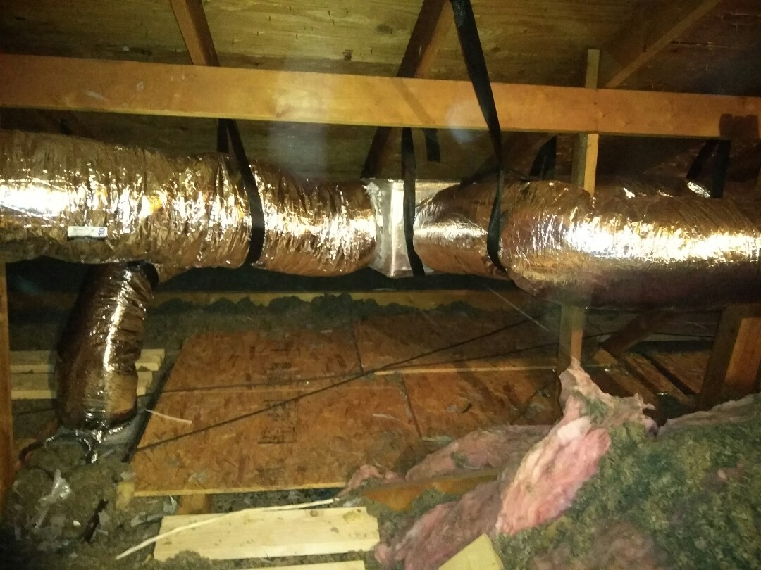 Carrollton, TX - installin Duct Wort in Art�culo