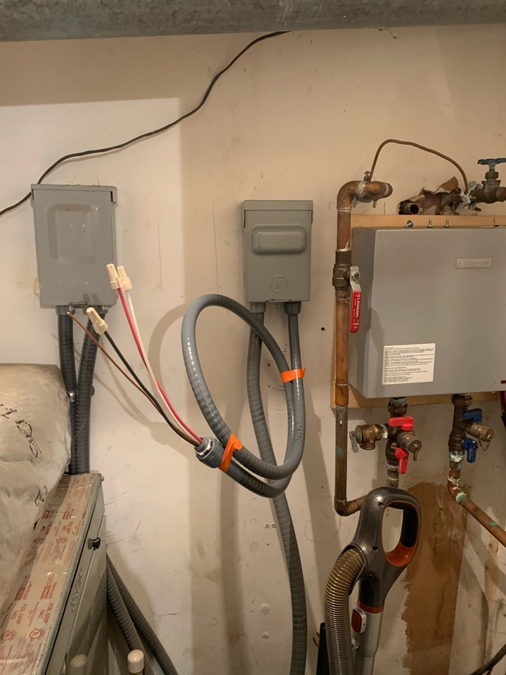 Marietta, GA - Installed new circuit and disconnect so a customer can get a new water heater.