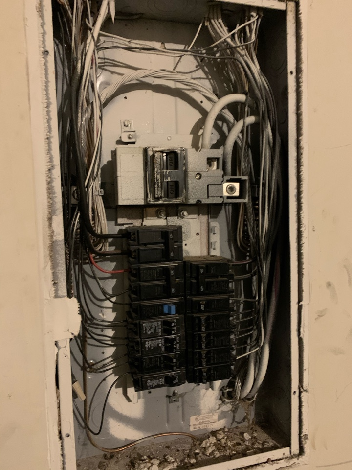 Atlanta, GA - Diagnosed an issue for a customer who had a loss of power throughout their entire home.