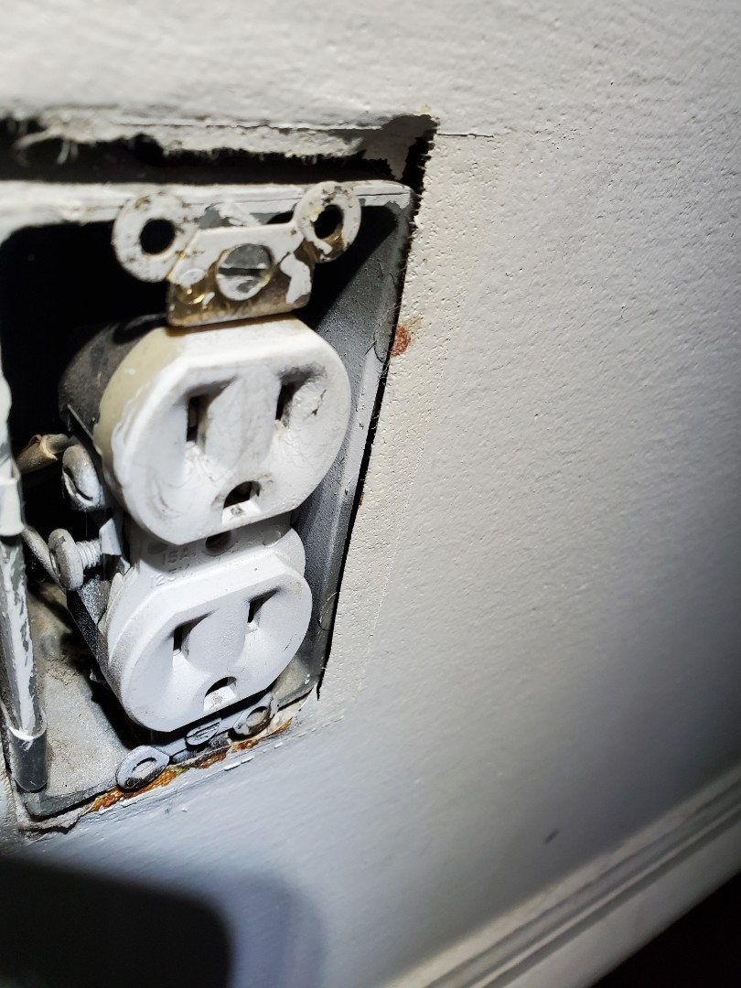 Atlanta, GA - Performed an inspection on a customer's home, due to aluminum wiring. Insurance company wants to see mitigation, so they do not have any issues going forward.