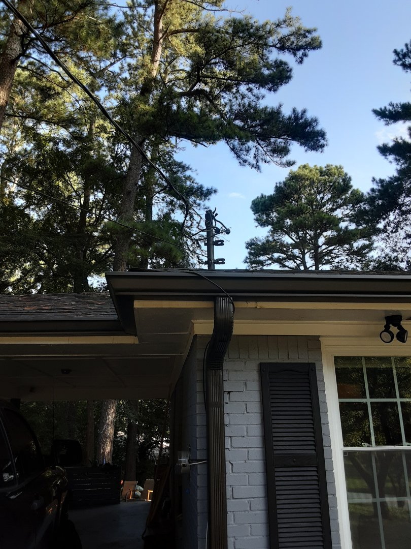Atlanta, GA - Customers overhead lines have deteriorated and it's causing light flickering issues in his house