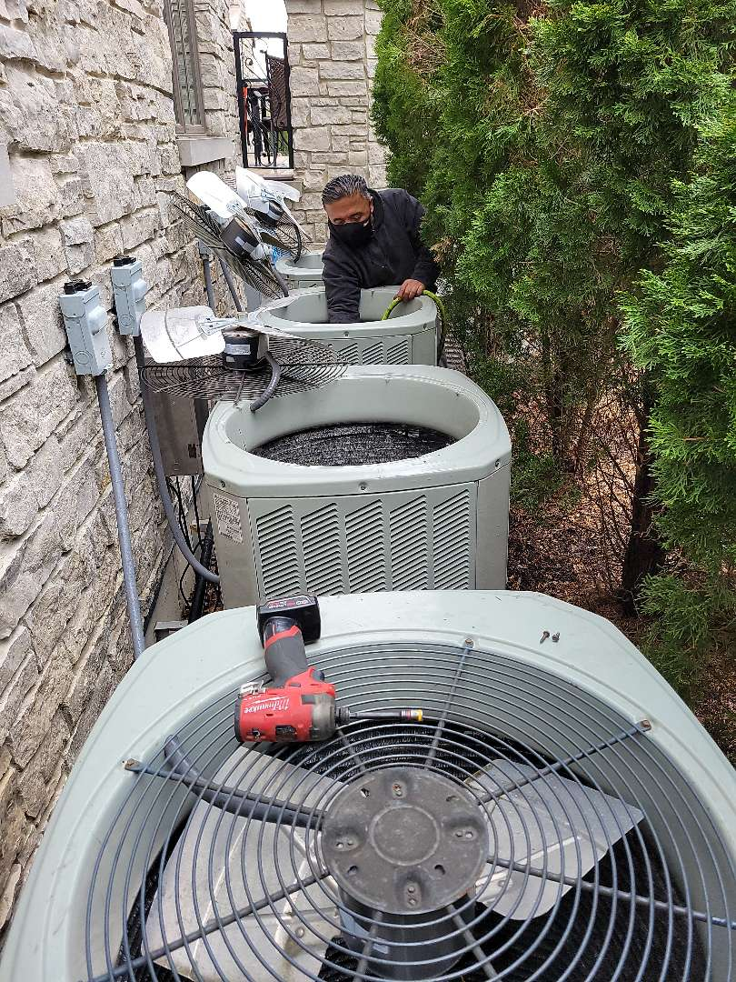 Burr Ridge, IL - Air Conditioning Yearly Maintenance.