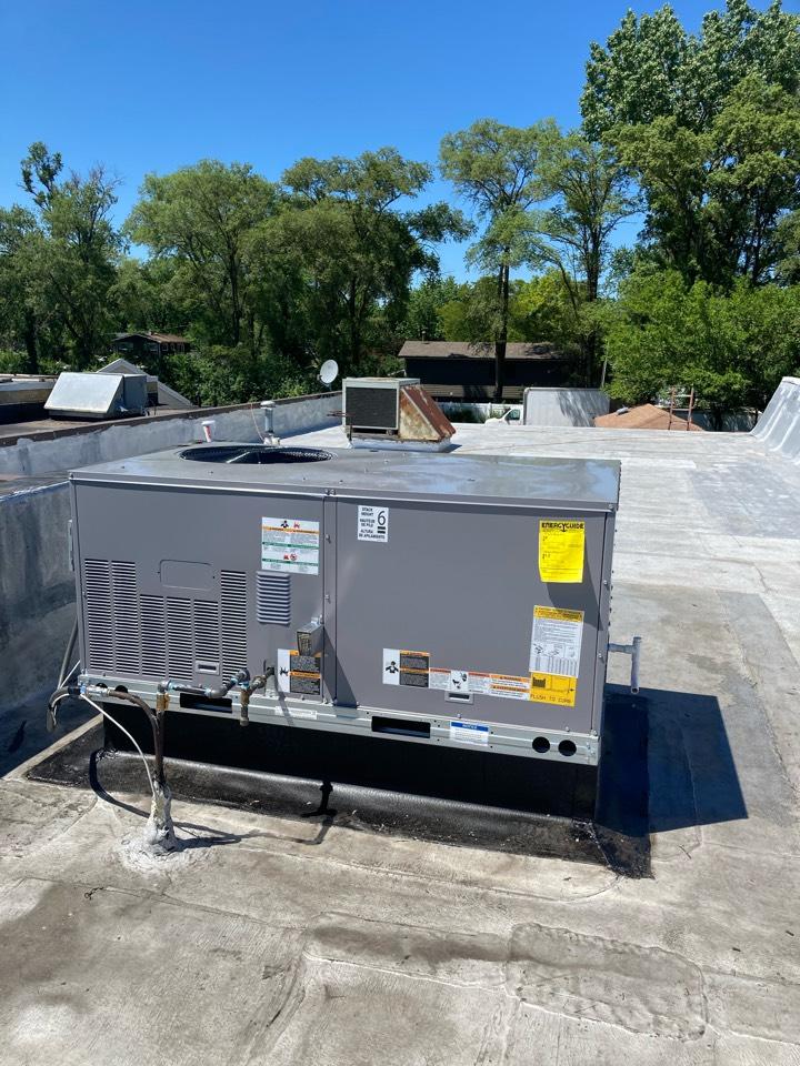 Addison, IL - New HVAC Rooftop unit installation