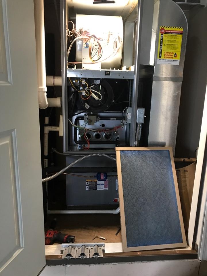 Carleton, MI - Preforming an annual furnace tune up