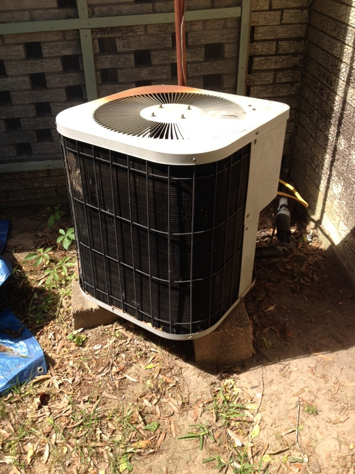 Atlanta, TX - Added refrigerant to Goodman condensing unit