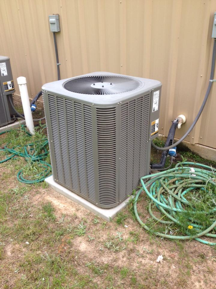 Atlanta, TX - Air conditioning service for Lennox condensing unit
