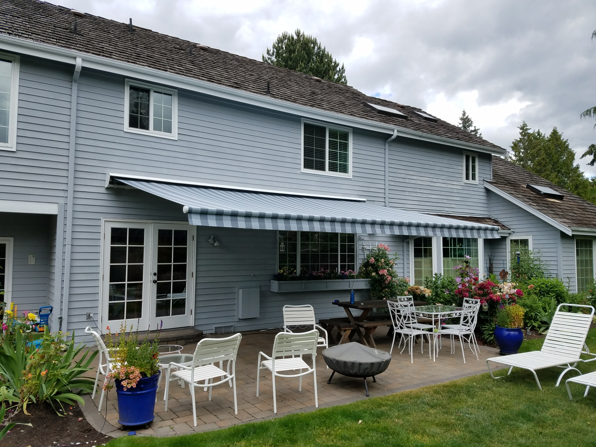 Medina, WA - Installing a Somfy motorized NuImage G150 lateral arm awning to cover customers patio and provide shade.
