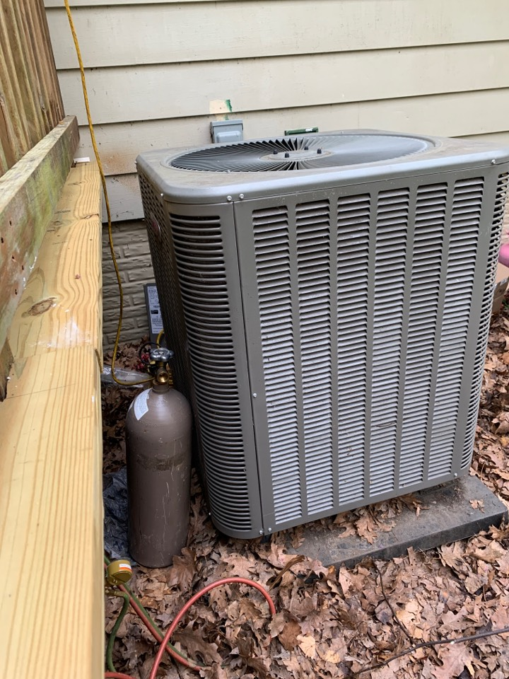 White Post, VA - Air Conditioning Service Call. Performed AC repair on Lennox.