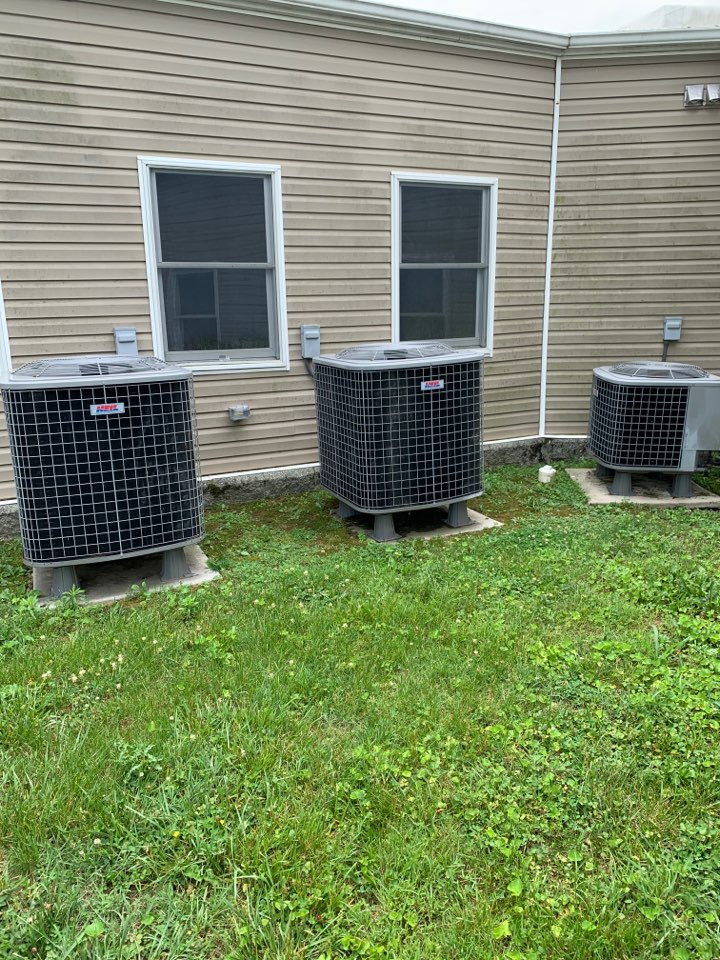 White Post, VA - Air conditioning service call. Performed AC repair on Heil.