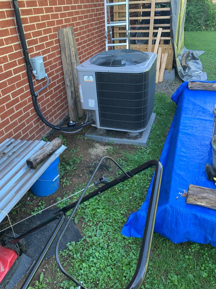 Middletown, VA - Air conditioning service call. Performed AC repair on Heil.