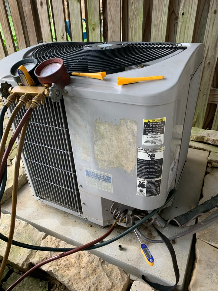 Stephens City, VA - Air conditioning service call. Performed AC repair on Carrier.