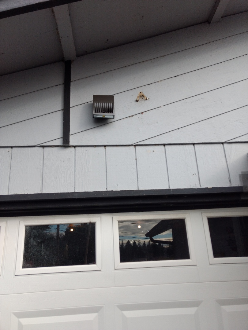 Tacoma, WA - LED garage light installation