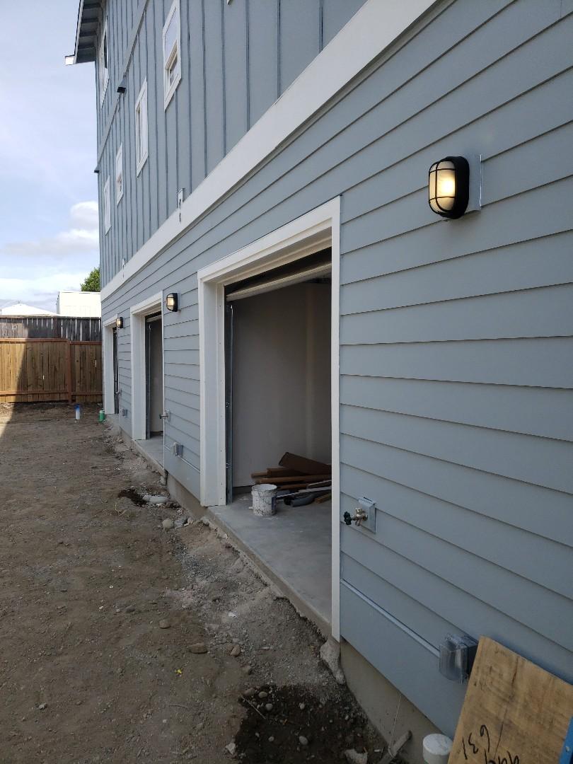 Tacoma, WA - Exterior house lights installation