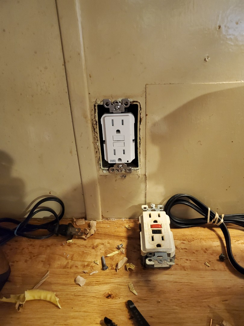 Spanaway, WA - Replacing faulty GFI and restoring power to all kitchen outlets