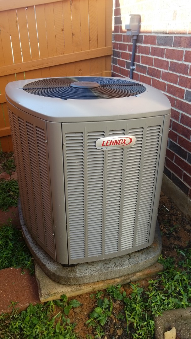 Corinth, TX - AC maintenance call. Preformed AC tune up on Lennox system.