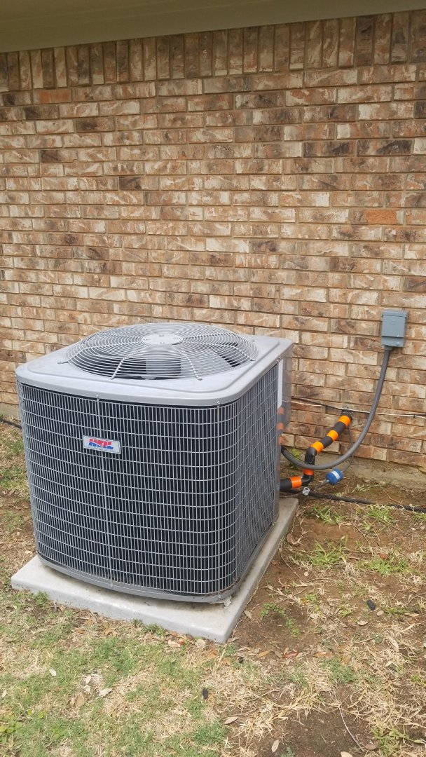 Highland Village, TX - AC service call. Repaired aircondition on carrier systym.