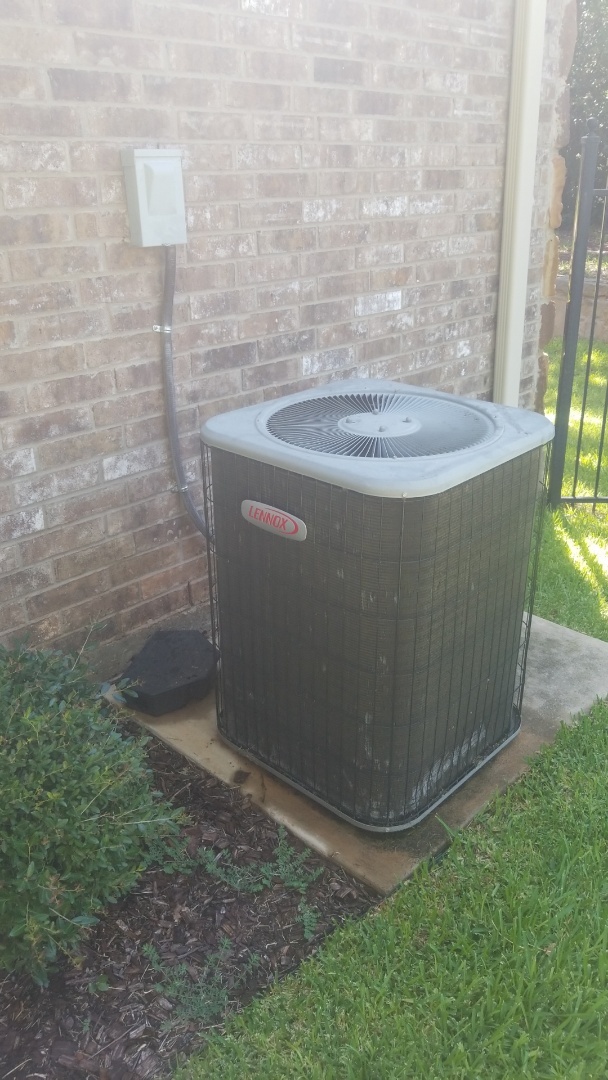 Flower Mound, TX - AC maintenance call. Preformed AC tune up on lennox system.