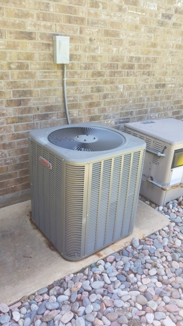 Flower Mound, TX - AC maintenance call. Preformed AC tune up on lennox comfort system.
