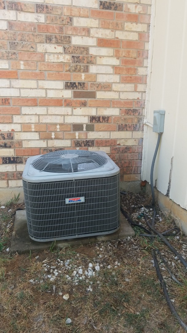 Denton, TX - AC maintenance call. Preformed AC tune up on Heil system.