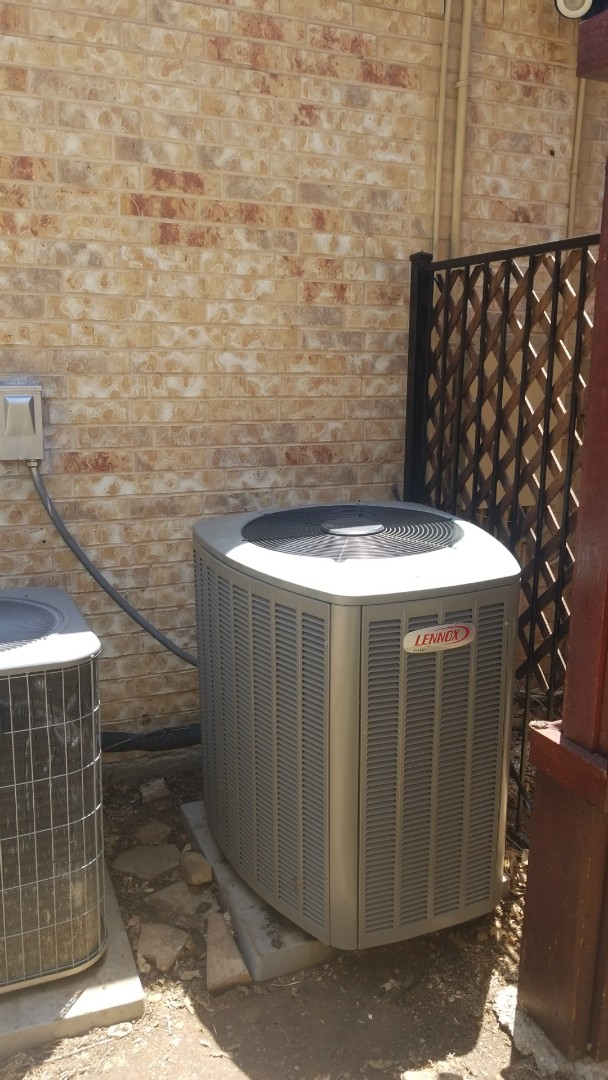 Corinth, TX - AC service call. Preformed AC repair on lennox comfort system.