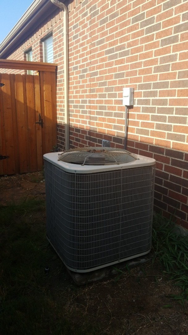 Corinth, TX - AC maintenance call. Preformed AC tune up on Lennox unit.