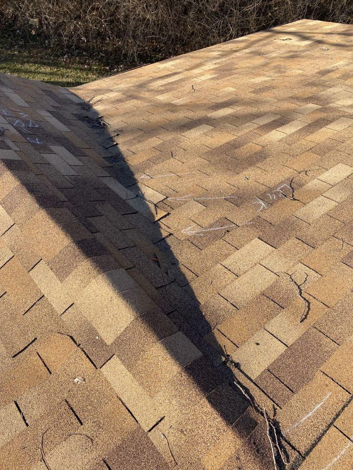 Riverside, MO - Roof repair. Faulty installation