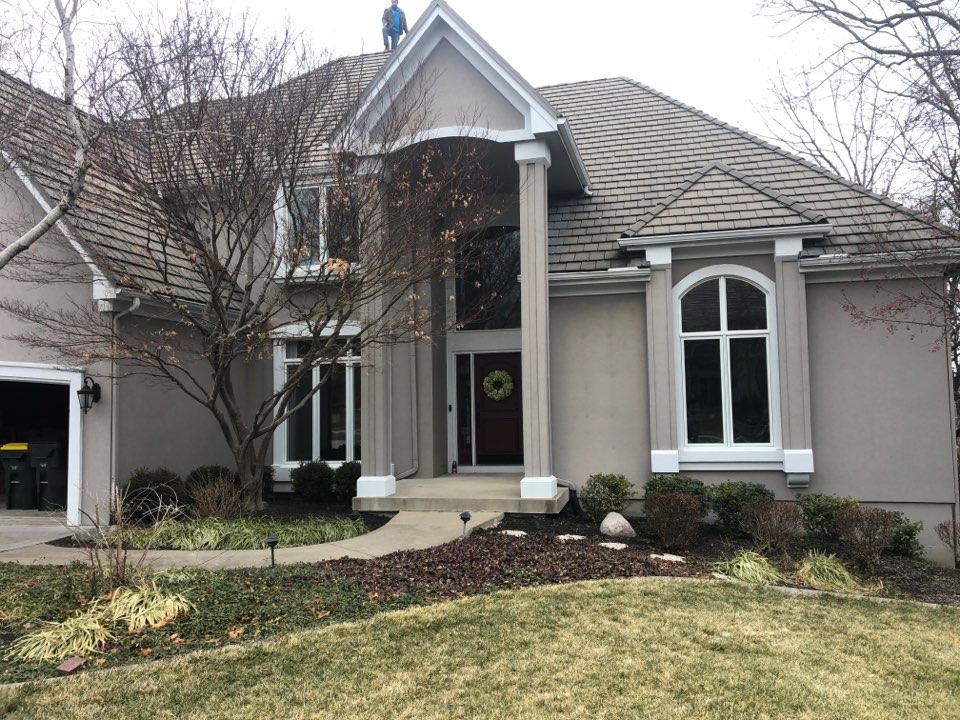 Shawnee, KS - Tile roof inspection and tile roof replacement.