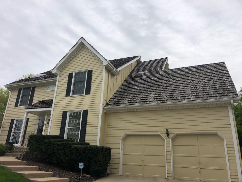 Kansas City, MO - Wood shake roof replacement estimate