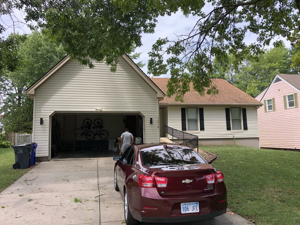 Olathe, KS - Free hail damage inspection.