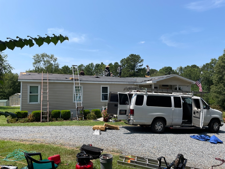 Milledgeville, GA - We're replacing this mobile home roof with an upgraded 50 yr GAF Timberline HDZ shingle.