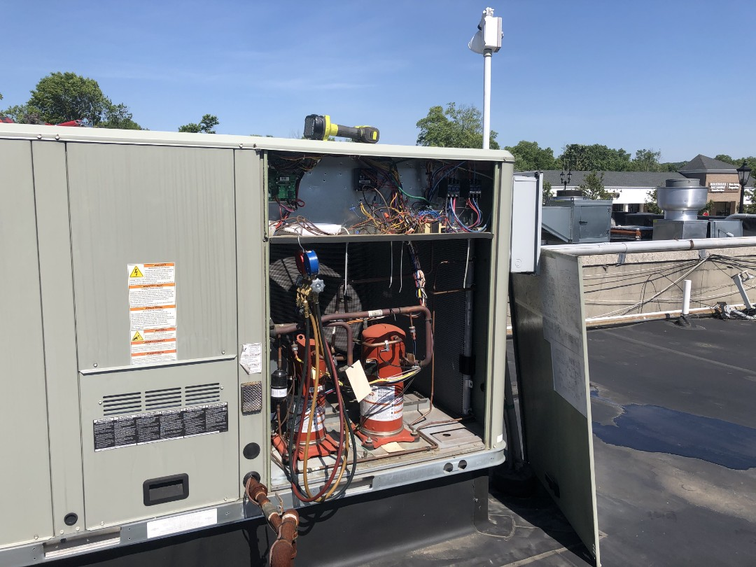 New Providence, NJ - Trane rooftop package unit. AC maintenance.