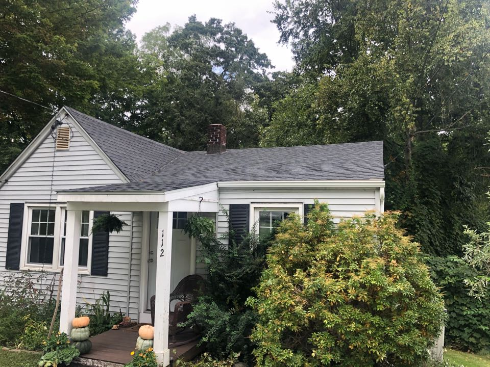 Middlebury, CT - Roof inspection/replacement for a GAF Timberline HDZ asphalt roof replacement by the best GAF contractor near you.