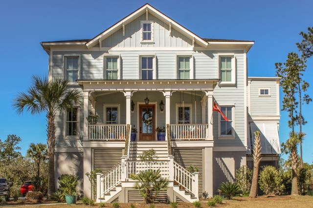 Mount Pleasant, SC - Our exterior ceramic coating was applied to the Hardie Plank on this gorgeous Mt Pleasant home.