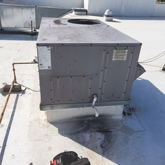 Huntersville, NC - Provided Bi-Annual Maintenance on a Carrier package unit for Commercail customer in the Myers Park neighborhood.