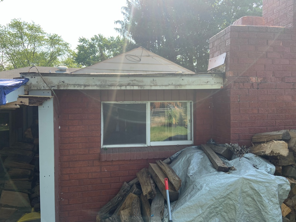 Grove City, OH - New aluminum continuous gutters