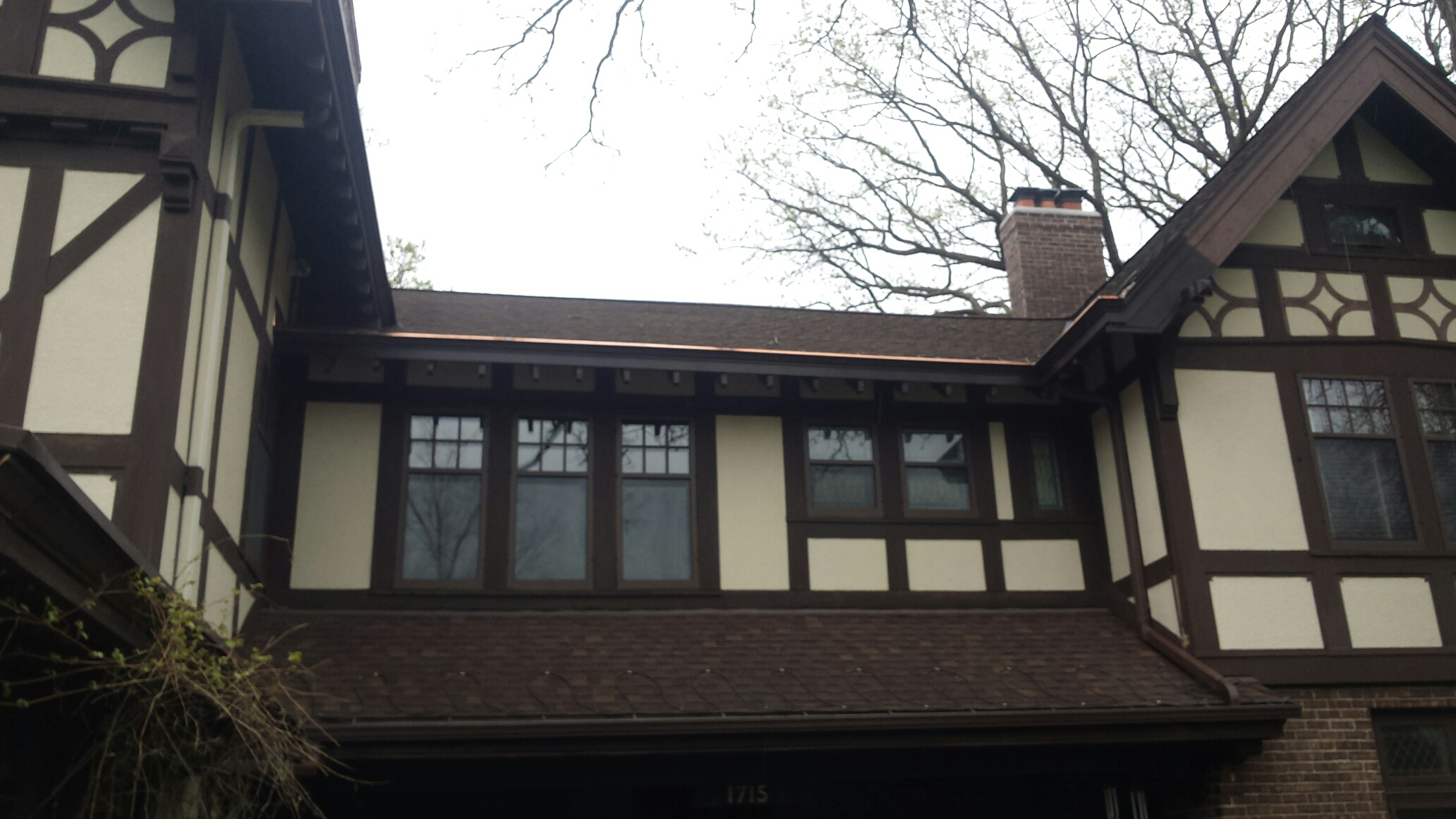 Minneapolis, MN - Remove rotted fascia and crown mold and install new crown mold, fascia and copper built-in gutters.