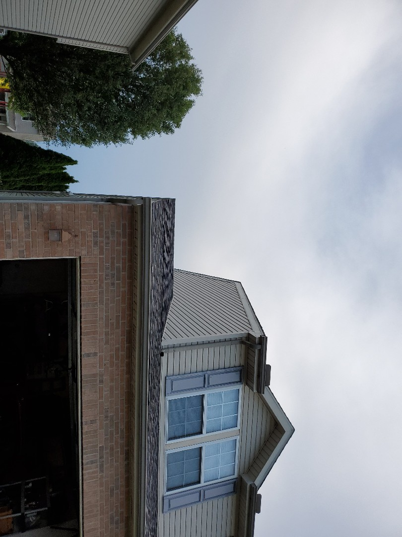 Kettering, OH - Replaced shingles and step flashing along wall transition.